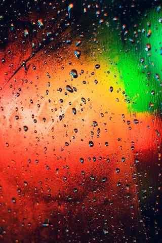 雨天透过窗前的玻