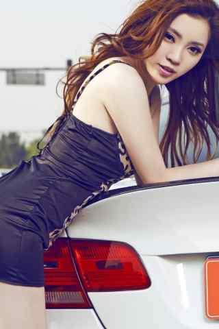 丰乳翘臀的美女车模IPhone5手机壁纸