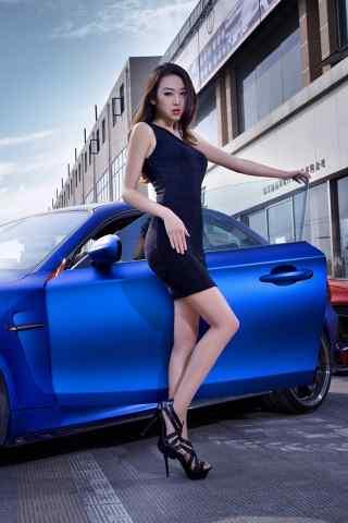 蓝色跑车性感美女