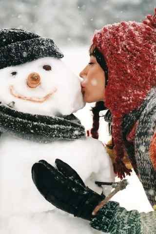 冬季美女与雪人高
