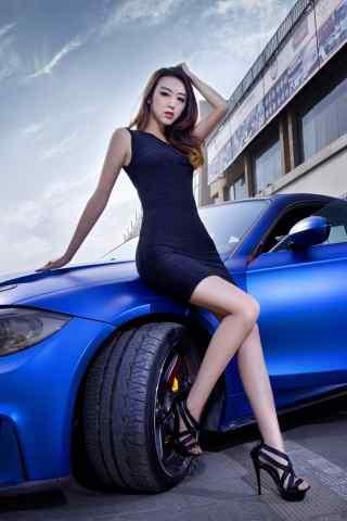 长腿蓝色跑车车模