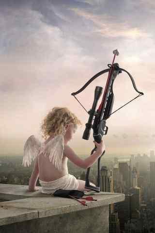 可爱丘比特拿着弓弩要射向谁呢