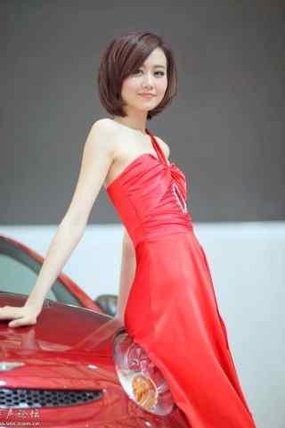 车展上的红裙美女车模手机壁纸
