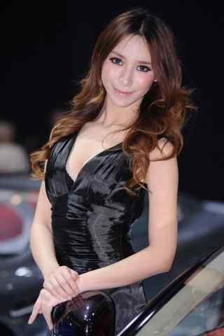 广州车展中的美女车模安卓桌面壁纸
