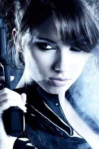 拿着手枪的霸气欧美美女