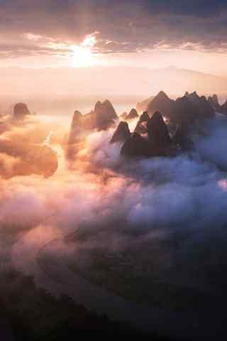 梦幻仙境般的山脉