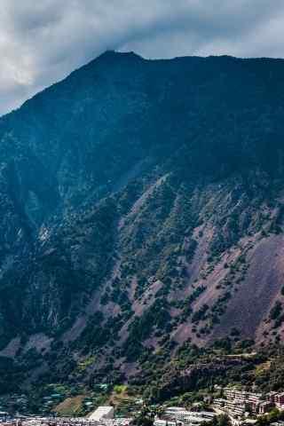 唯美手机山川风景高清壁纸下载:山下的城