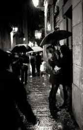 情侣街头拥吻高清
