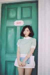 日系短发气质美女模特高清高清手机壁纸下载