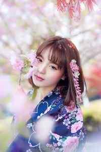 精选樱花树下短发和服美女妩媚诱惑写真iphone4s高清手机壁纸下载
