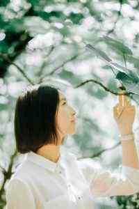 短发甜美森系美女白衬衫高清手机桌面壁纸下载