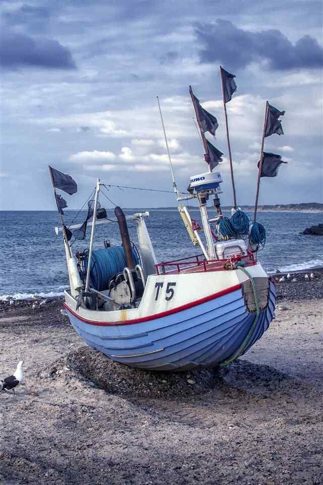 海边船只风景高清iphone手机壁纸图集