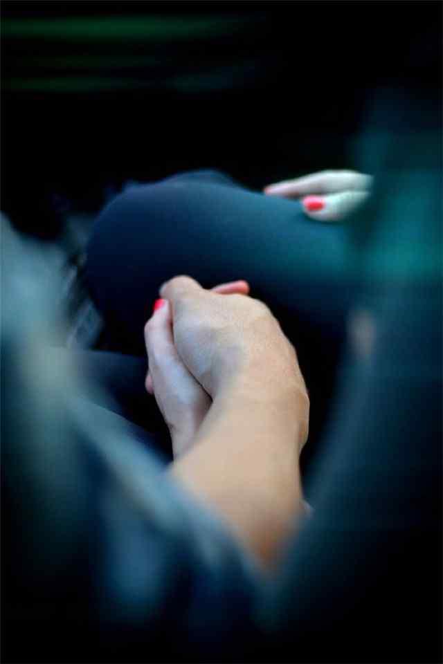 情侣牵手照高清手机壁纸