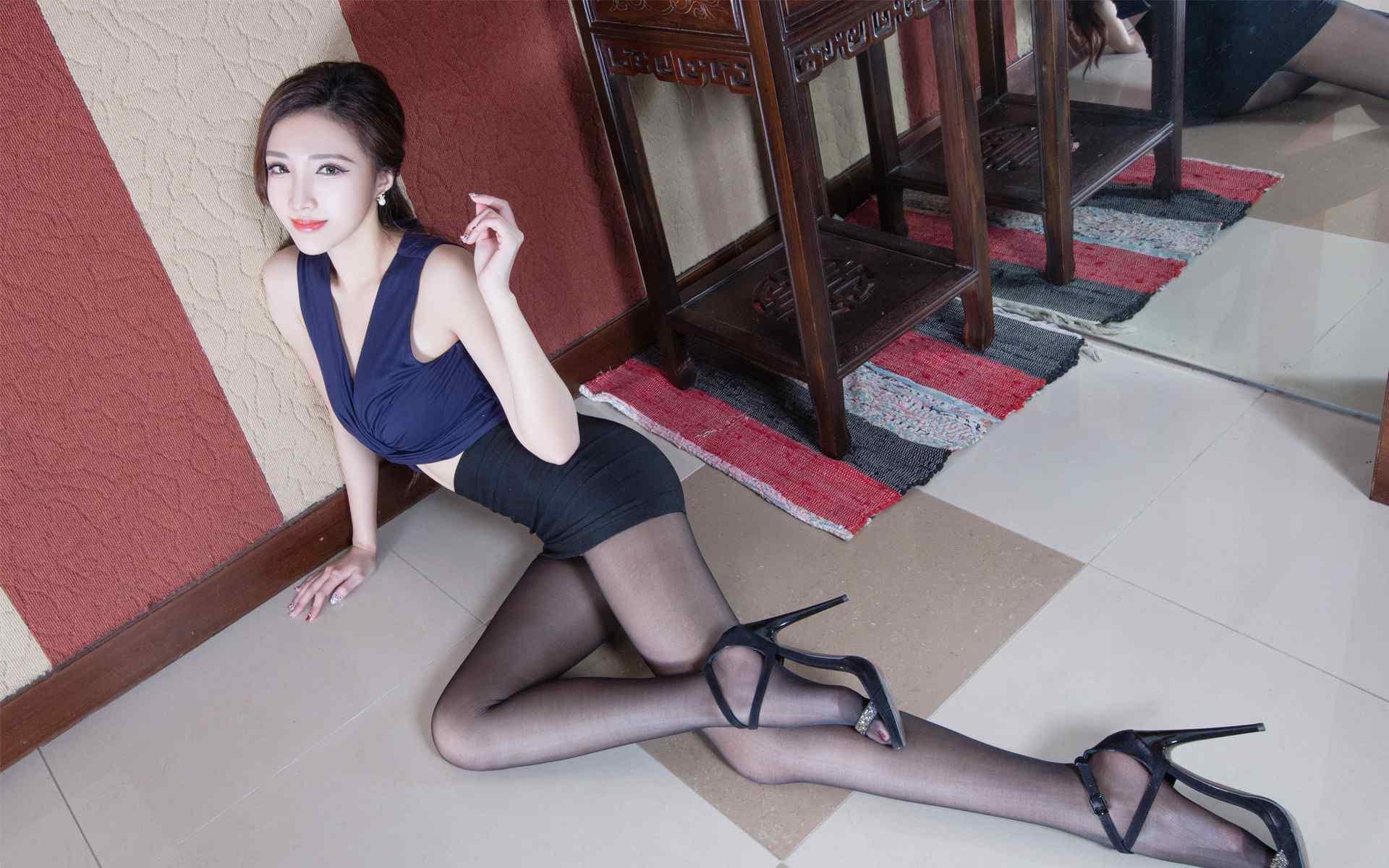 极品女秘书黑丝美腿性感图片桌面壁纸