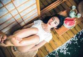 夏日美女吃西瓜高
