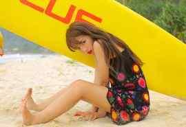 夏日少女沙滩性感