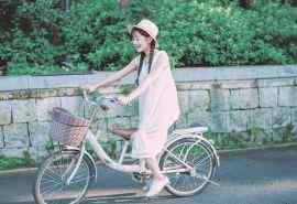 夏日里骑自行车的