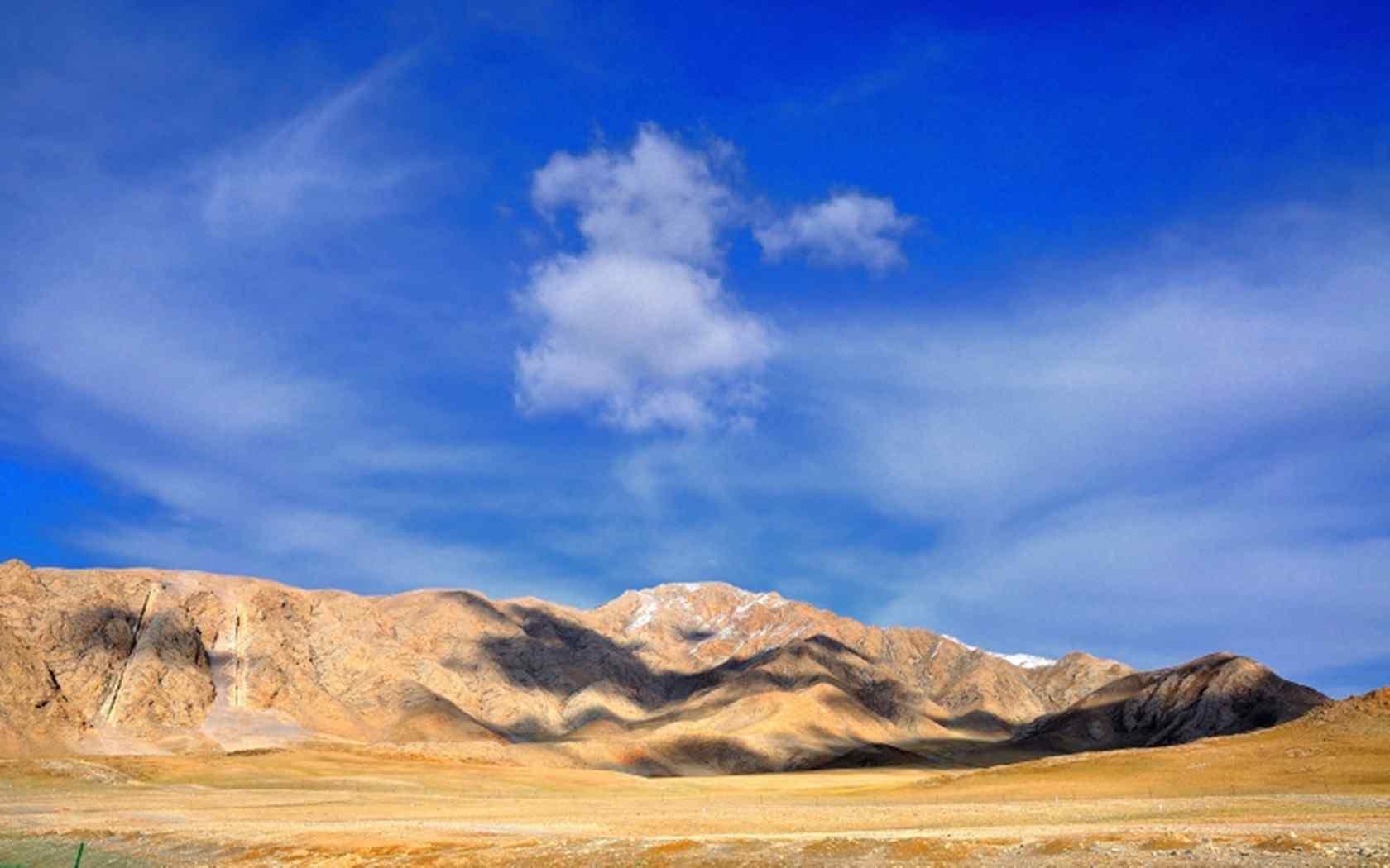 新疆赛里木湖秀丽风景电脑桌面壁纸下载