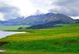 新疆赛里木湖秀丽
