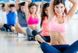 健身房多人瑜伽运