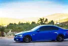 蓝色宝马M3汽车高