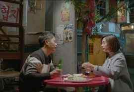 《太阳的后裔》金智媛晋久喝酒剧照图片桌面壁纸