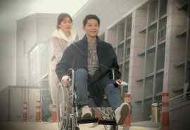 宋仲基宋慧乔《太阳的后裔》翻轮椅花絮图片桌面壁纸