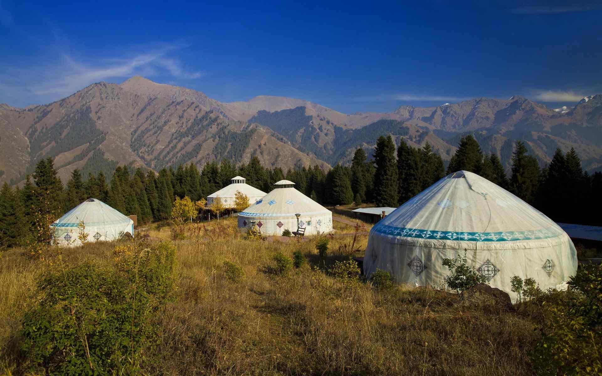 新疆天山天池风景图片桌面壁纸