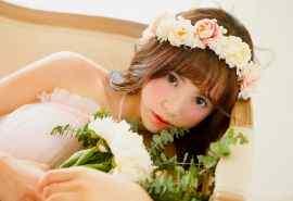 甜美少女纯白婚纱