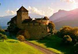 列支敦士登阿尔卑斯山观瓦杜兹城堡壁纸