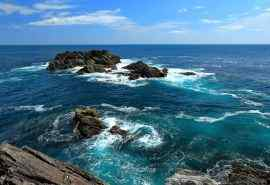海浪冲击岩石大自然风景图片桌面壁纸