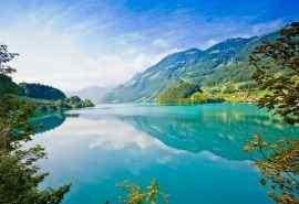 清澈湖泊山水图片高清自然风景壁纸