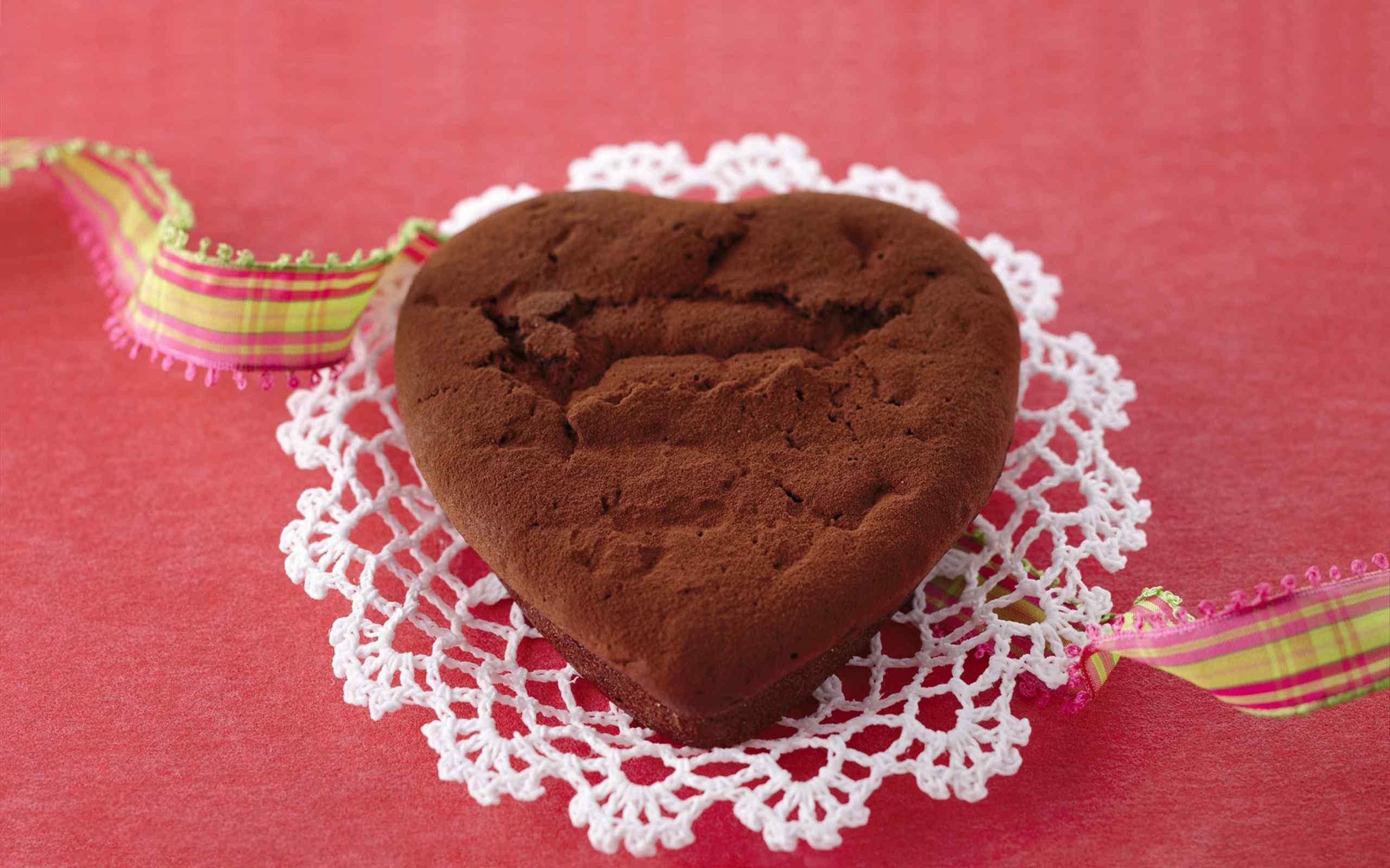 爱心巧克力蛋糕甜美桌面壁纸