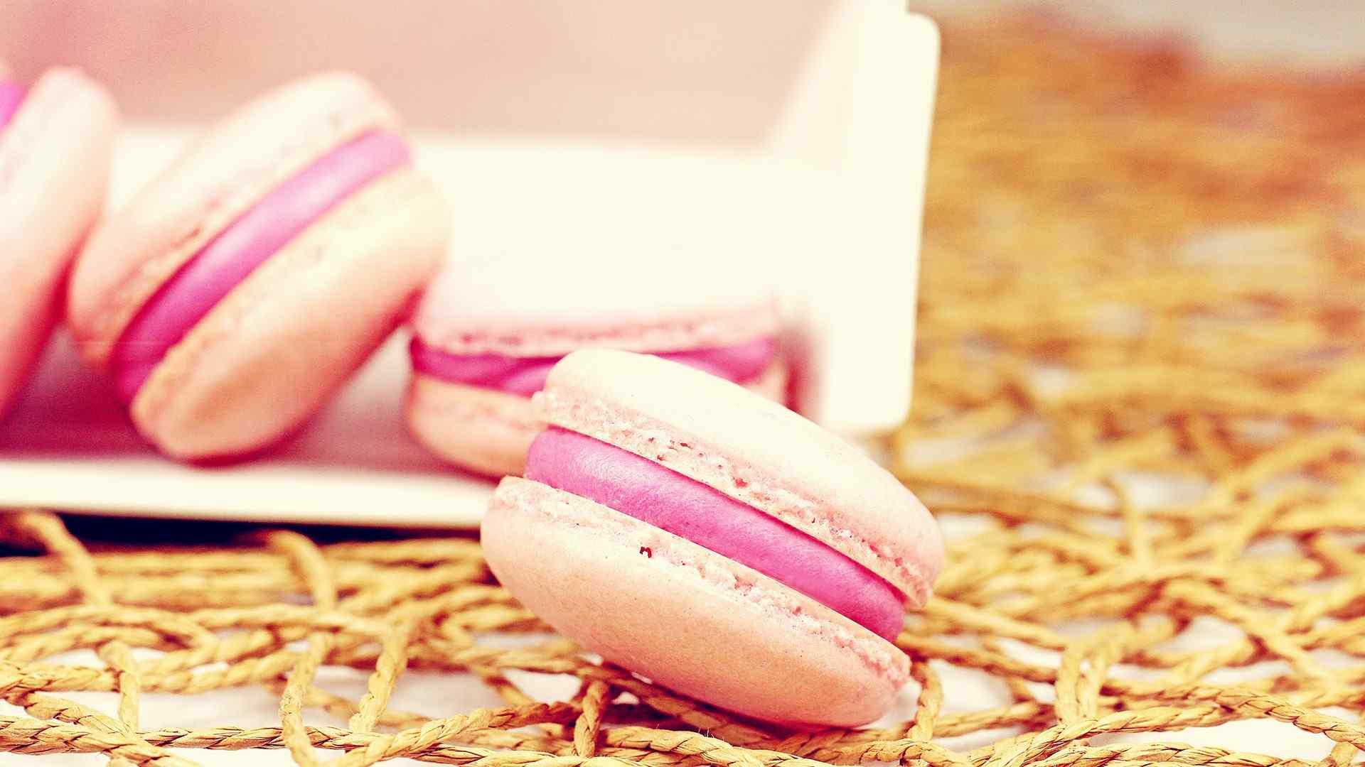 粉红夹心马卡龙甜点桌面壁纸