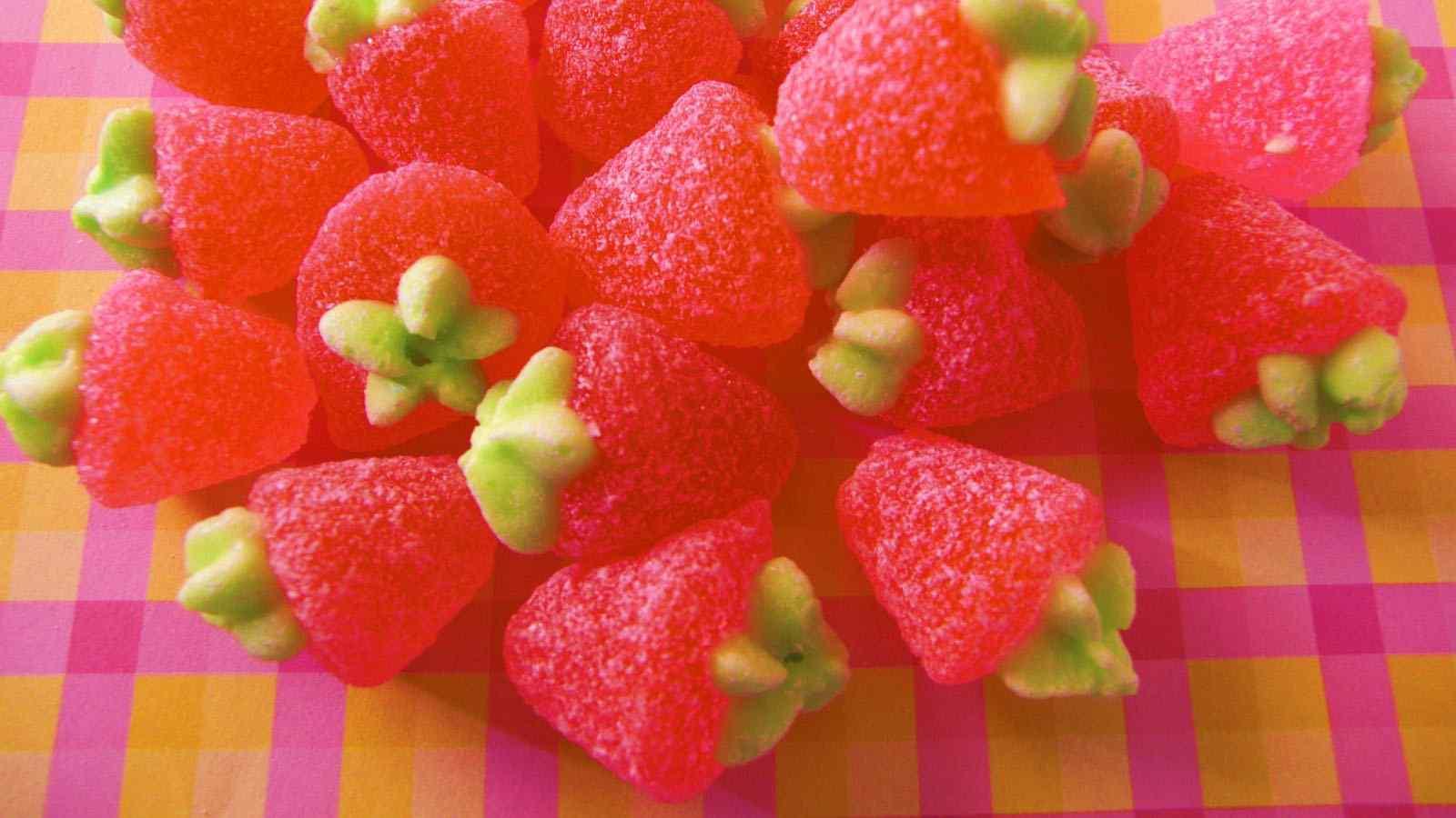 可爱草莓形状糖果高清桌面壁纸