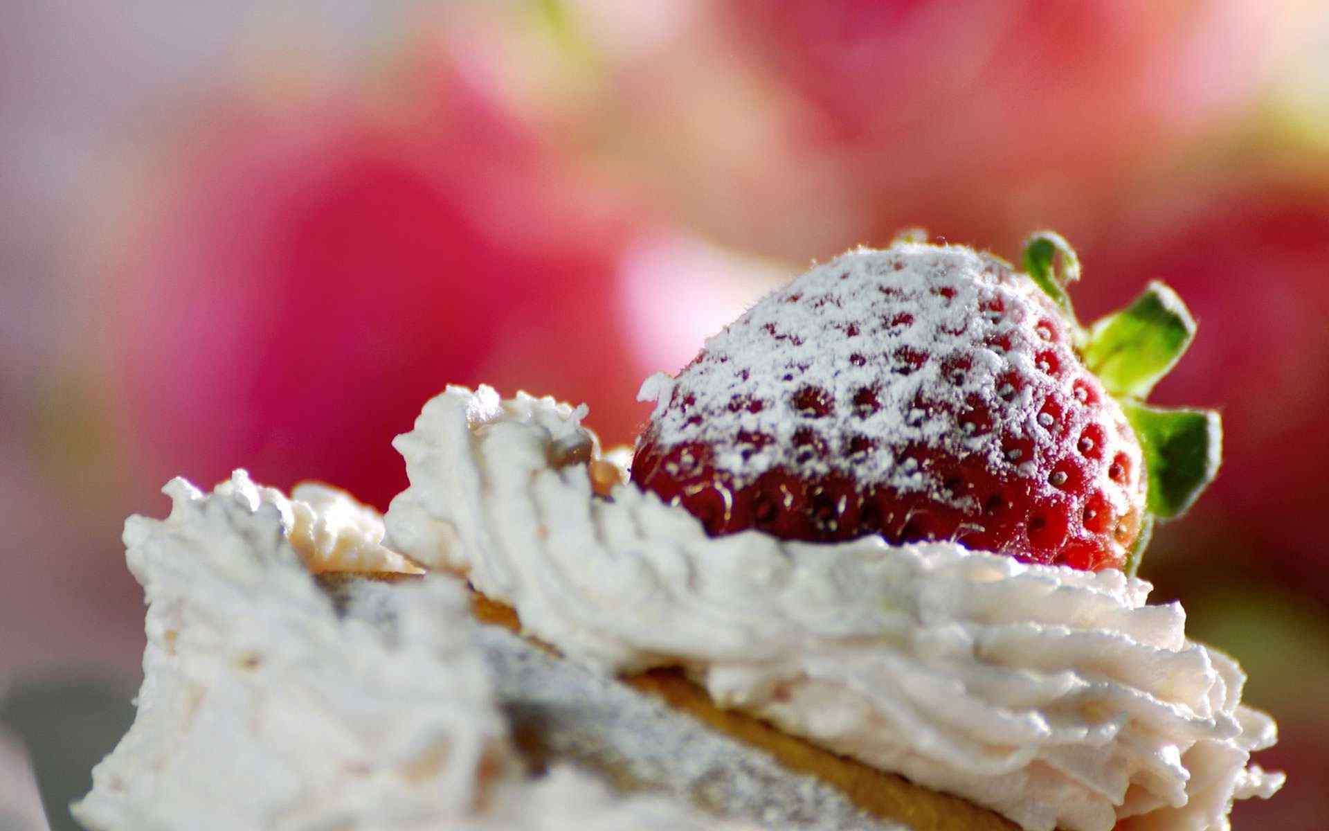 草莓冰淇淋之恋桌面壁纸高清下载