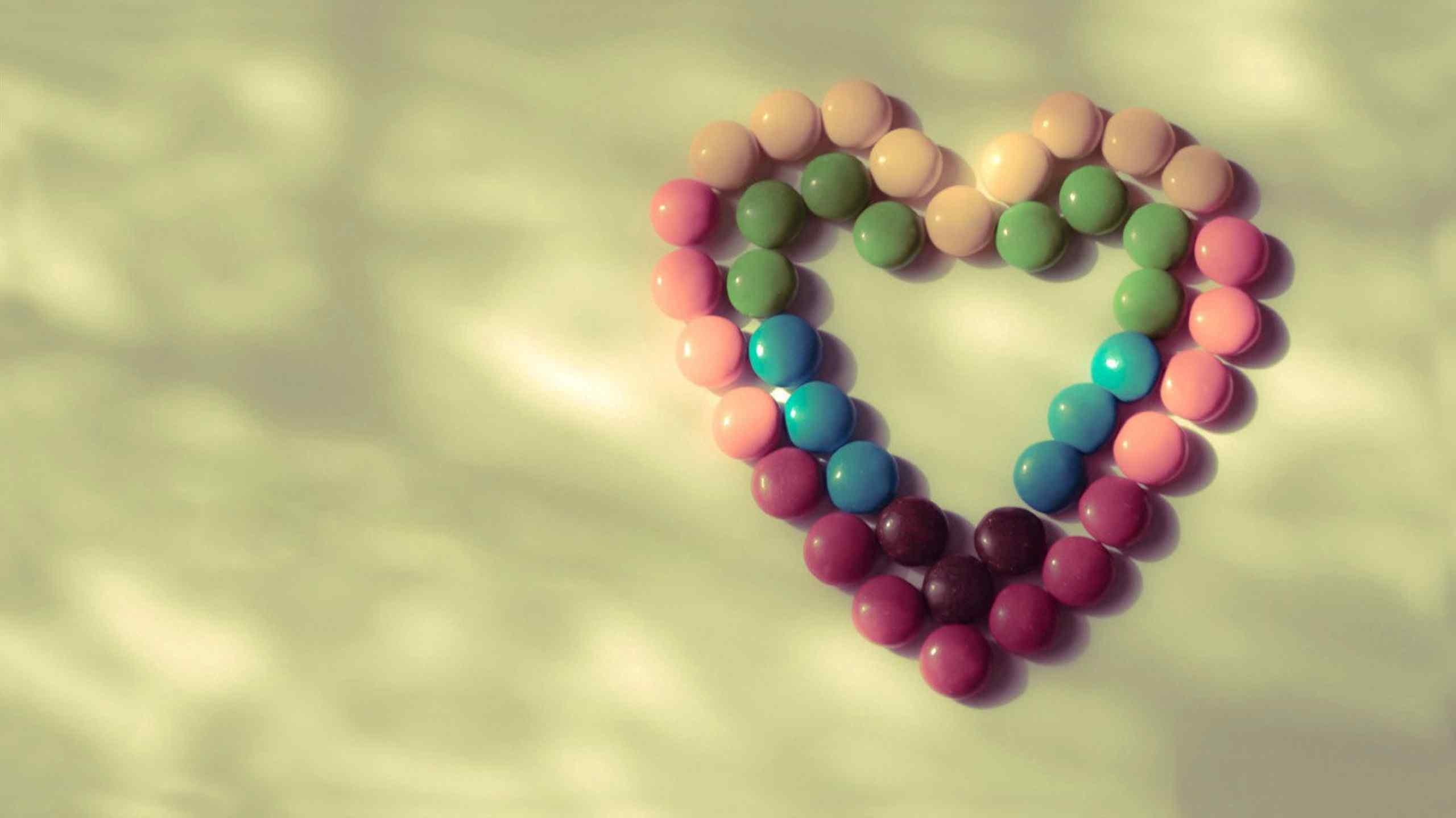 爱心巧克力糖甜蜜桌面壁纸