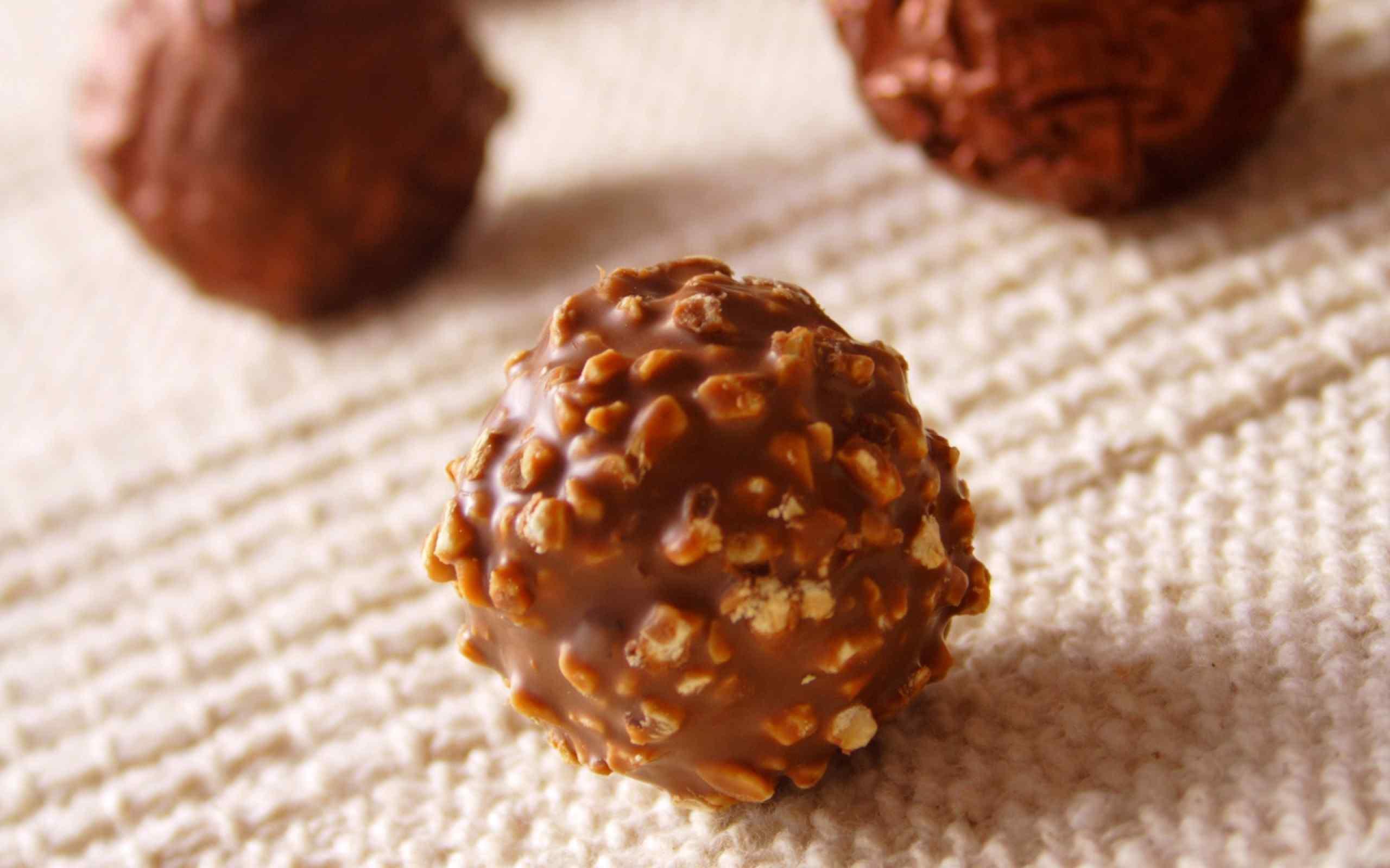 巧克力坚果夹心脆桌面壁纸