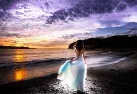 海滩上的女孩唯美