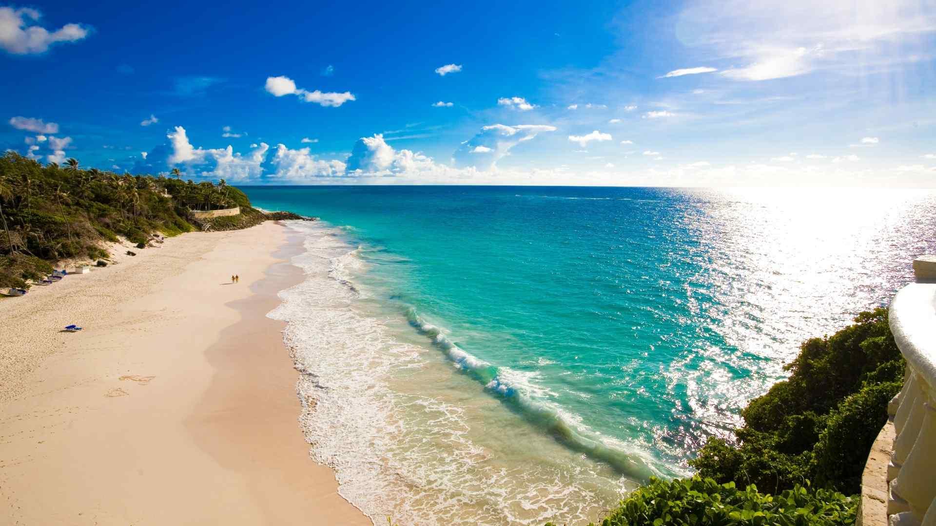 阳光下大海海岛桌面壁纸