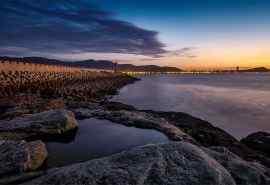 江苏连岛夜幕下的绝美海岸风景电脑壁纸