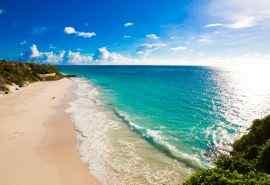 阳光下大海海岛桌