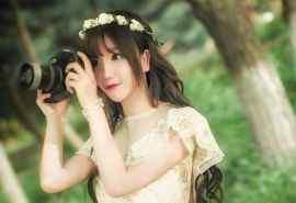 美女摄影师单反相