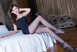 长腿美女丝袜美腿性感写真桌面壁纸