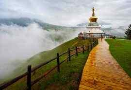 雾色中的青海祁连山优美风景高清电脑壁纸