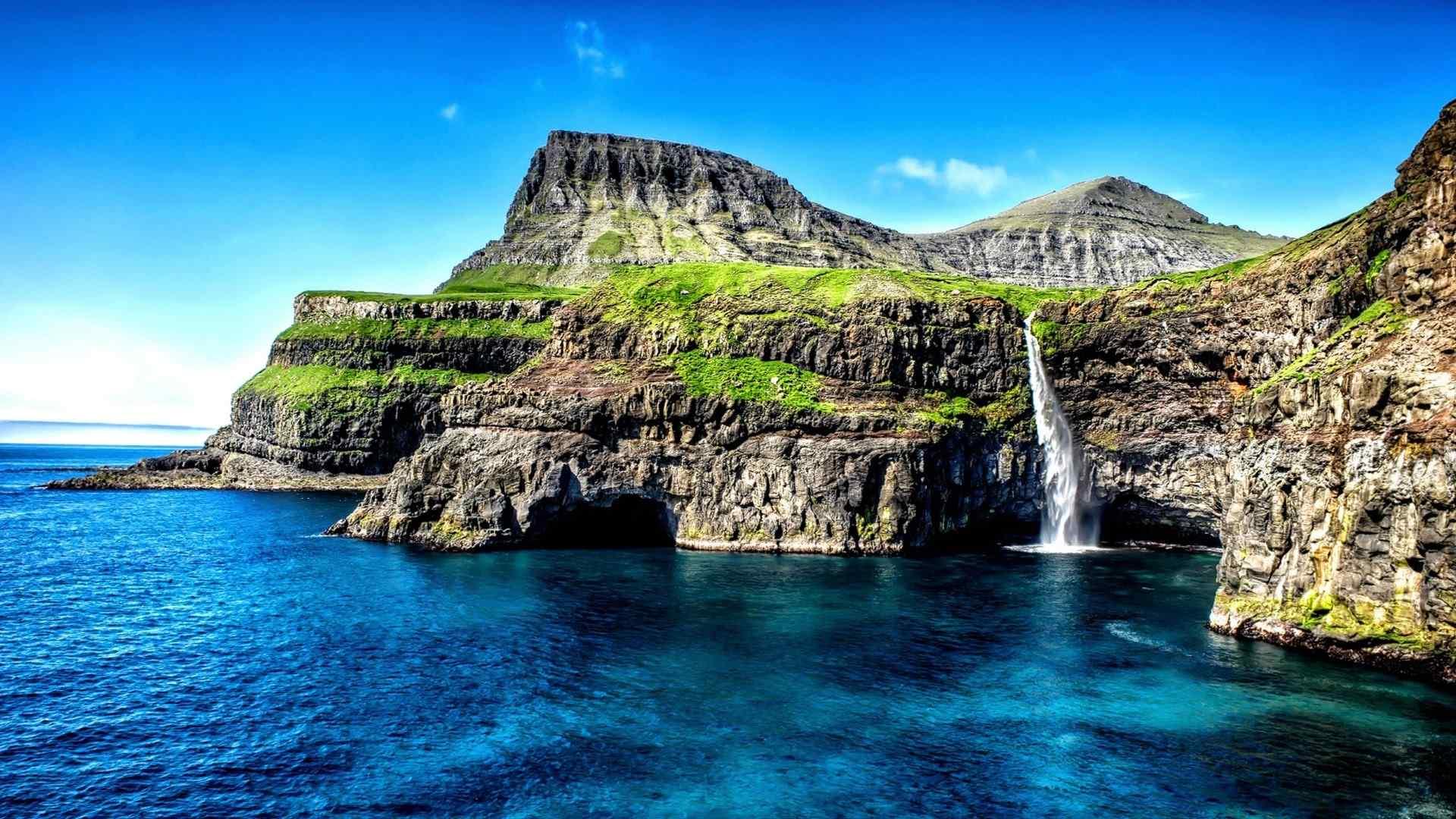 清新的蓝天白云高山风景图片壁纸