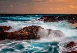 海水涨潮壮观风景