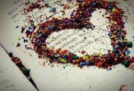 书页上的爱心文艺