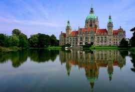 德国新的市政厅湖水风景高清桌面壁纸