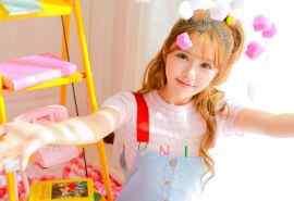 日系甜美少女粉色写真高清桌面壁纸